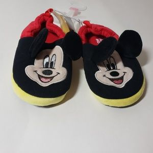 Mickey mouse slippers large 9/10 NWT